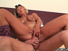 he-explores-and-fucks-her-old-pussy