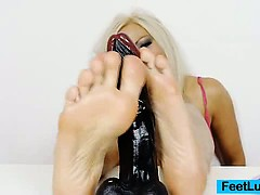 sexy-blonde-nicky-angel-incredible-feet