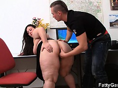 plumper-and-client-have-sex-in-office