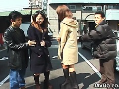 amateur-japanese-teens-flash-on-the-streets-of-tokyo