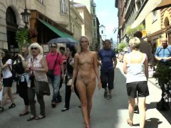 naughty-babes-shows-their-naked-bodies-in-public
