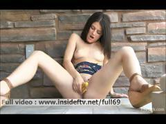 aubrey-amateur-babe-walking-naked-and-masturbating-with-a-banana-in-public