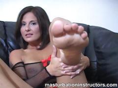 jerky-teacher-puts-her-feet-up-and-demos-footjob-skills