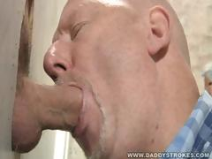gloryhole-suck-and-jerk