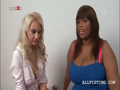 Tempting Blonde Licks A Lesbo Bbw Ebony\'s Tits