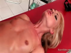 gorgeous-blonde-honey-comes-to-the-part6