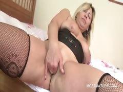 lusty-mature-tramp-fingering-her-juicy-snatch